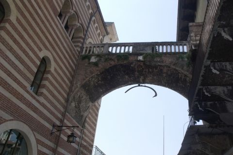 "Cross under the ""Rib"" at Arc of the Costa"