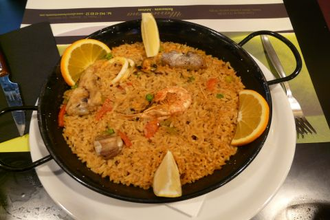 Taste the best paella of Valencia at Casa Roberto