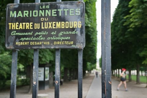 Places to go with kids in paris touristeye for Buvette des marionnettes du jardin du luxembourg